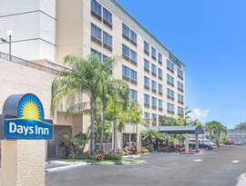 The Days Inn Fort Lauderdale Hollywood / Airport South is just off I-95, close to Ft. Lauderdale-Hollywood International Airport and Port Everglades Cruise Port.